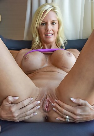 Nude MILF Shaved Pussy Porn Pictures
