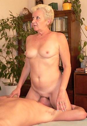 Nude MILF Facesitting Porn Pictures