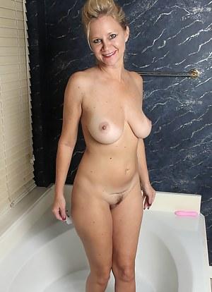 Nude MILF Bathroom Porn Pictures