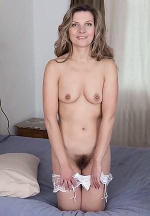 Nude Hairy MILF Pussy Porn Pictures