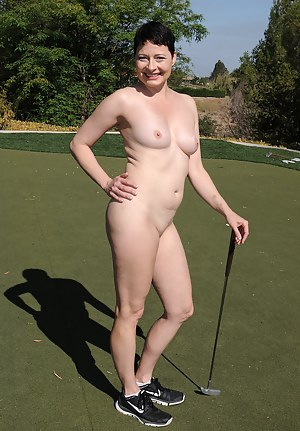Nude MILF Sports Porn Pictures