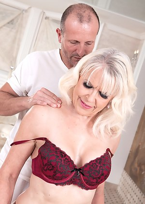 Nude MILF Massage Porn Pictures