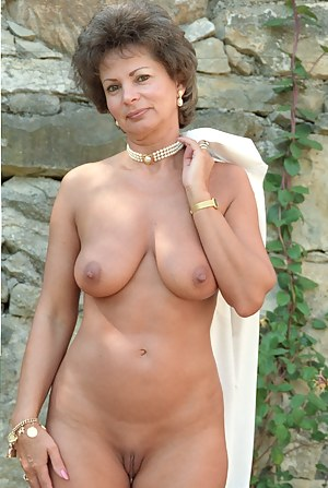 Nude Mature MILF Porn Pictures