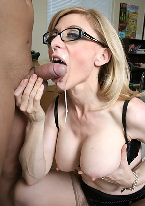 Nude MILF Facial Porn Pictures