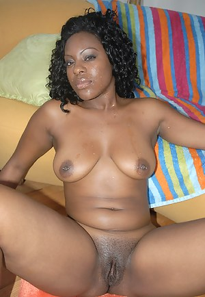Nude African MILF Porn Pictures