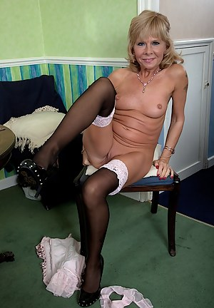 Nude MILF Stockings Porn Pictures
