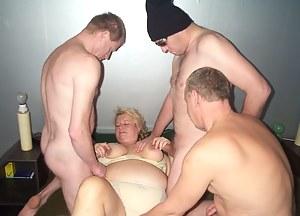 Nude MILF Handjob Porn Pictures