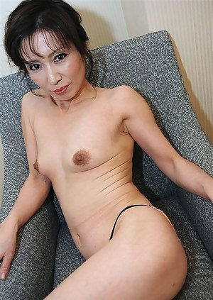 Nude Asian MILF Porn Pictures