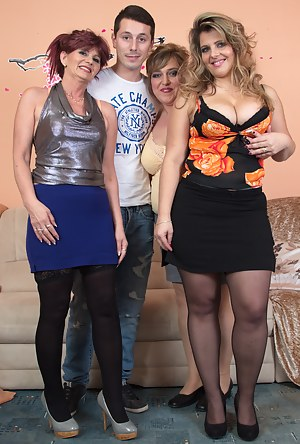Nude MILF Reverse Gangbang Porn Pictures