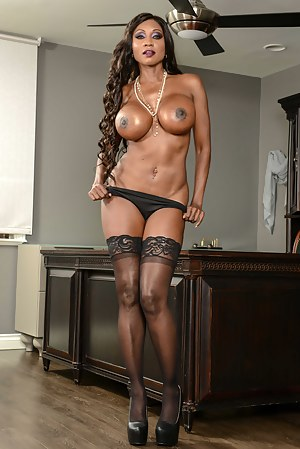 Nude Black MILF Big Tits Porn Pictures