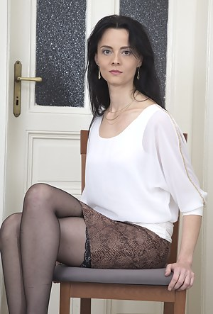 Nude Amateur MILF Porn Pictures