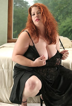 Nude BBW MILF Porn Pictures