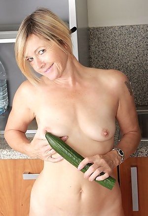 Nude MILF Fetish Porn Pictures
