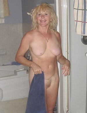 Nude MILF Girlfriend Porn Pictures