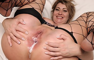 Nude MILF Anal Creampie Porn Pictures