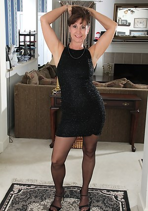 Nude MILF Dress Porn Pictures