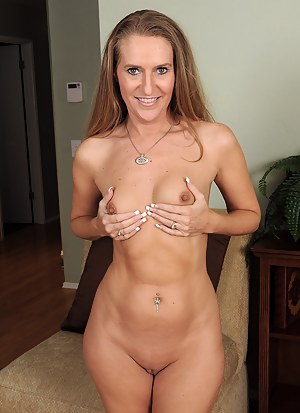 Nude MILF Nails Porn Pictures