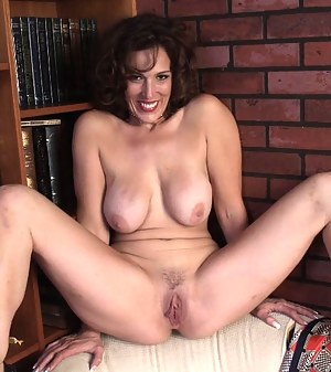 Nude MILF Spreading Porn Pictures