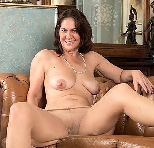 Nude Pantyhose MILF Porn Pictures