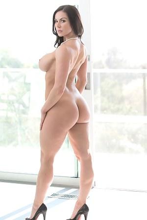 Nude MILF Pornstar Porn Pictures