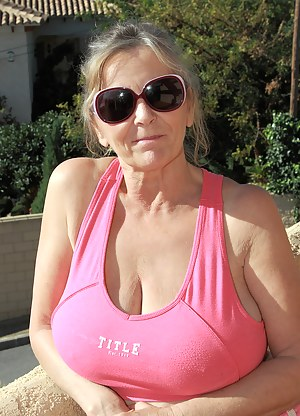 Nude Busty MILF Porn Pictures