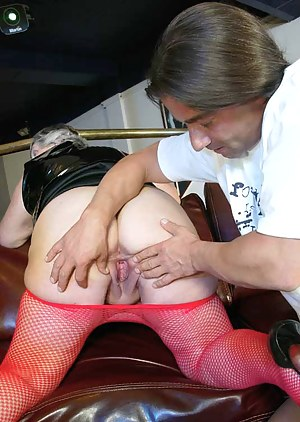Nude MILF on Knees Porn Pictures