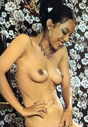 Nude Perky Tits MILF Porn Pictures