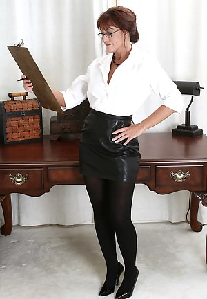 Nude MILF Leather Porn Pictures