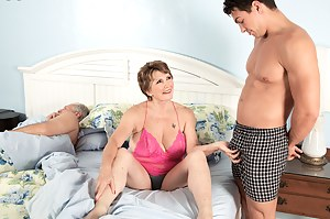Nude MILF Cuckold Porn Pictures