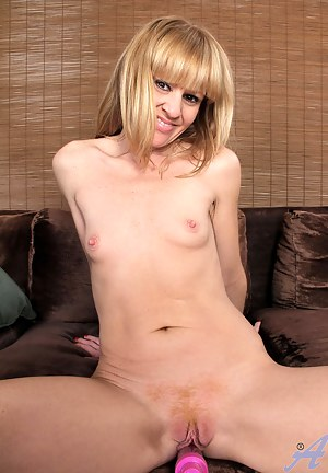 Nude Small Tits MILF Porn Pictures