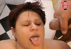 Nude MILF Tongue Porn Pictures