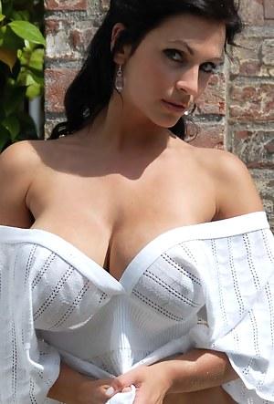 Nude MILF Moms Porn Pictures