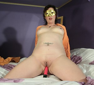 Nude MILF Blindfold Porn Pictures