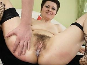 Nude Cum in MILF Pussy Porn Pictures
