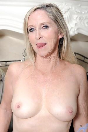 Nude MILF Cumshot Porn Pictures