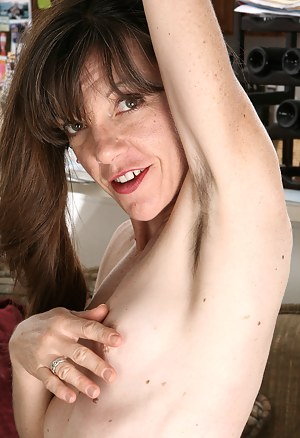 Nude Hairy MILF Porn Pictures