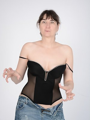 Nude MILF Funny Porn Pictures