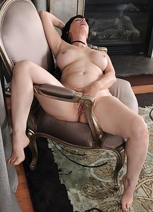 Nude Erotic MILF Porn Pictures