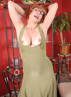 Nude Redhead MILF Porn Pictures