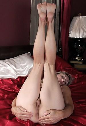 Nude MILF Legs Porn Pictures