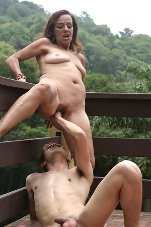 Nude MILF Painful Porn Pictures