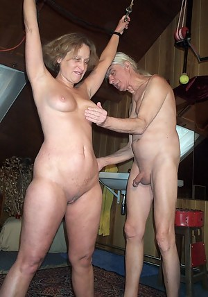Nude MILF Spanking Porn Pictures