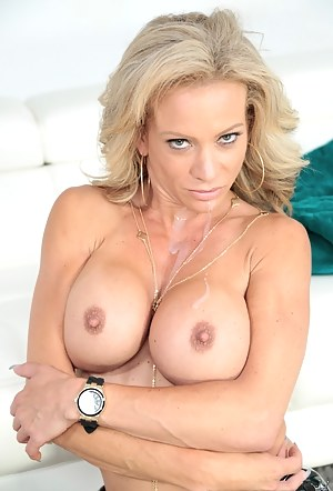 Nude Fake Tits MILF Porn Pictures