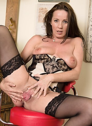 Nude MILF Pussy Porn Pictures