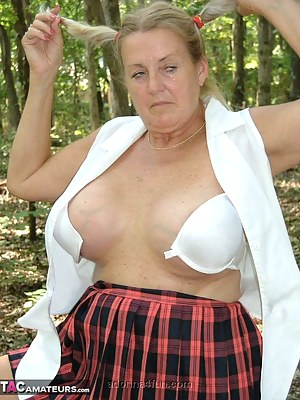 Nude MILF Pigtails Porn Pictures