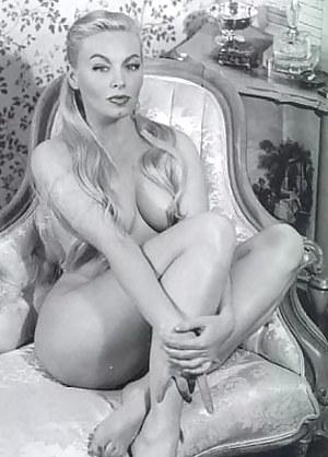Nude MILF Vintage Porn Pictures
