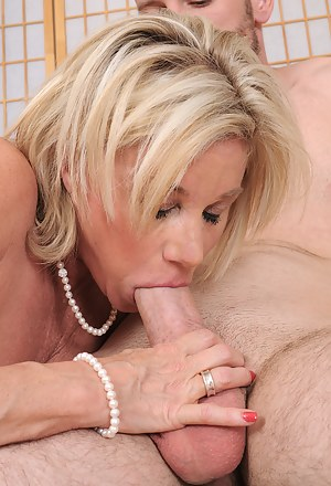 Nude MILF Blowjob Porn Pictures