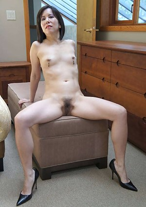 Nude MILF Beaver Porn Pictures